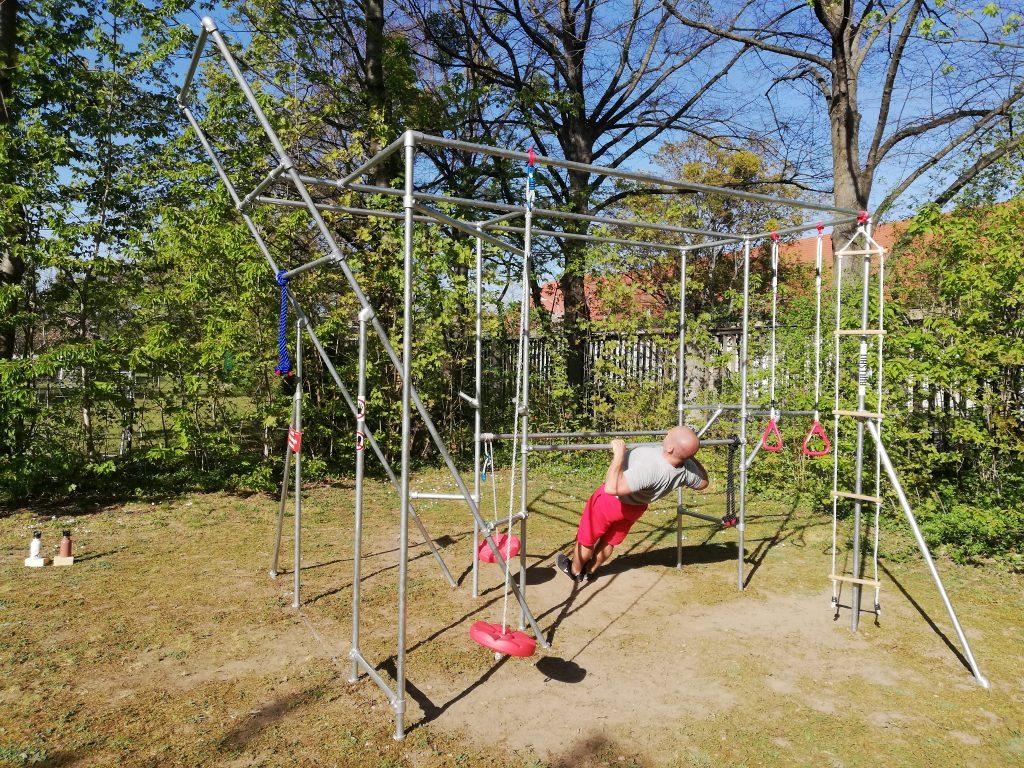 Sport-mit-Kee-Klamp-Cali-Cube-Ralph-baut-sein-Fitnessgerät-selbst (17))