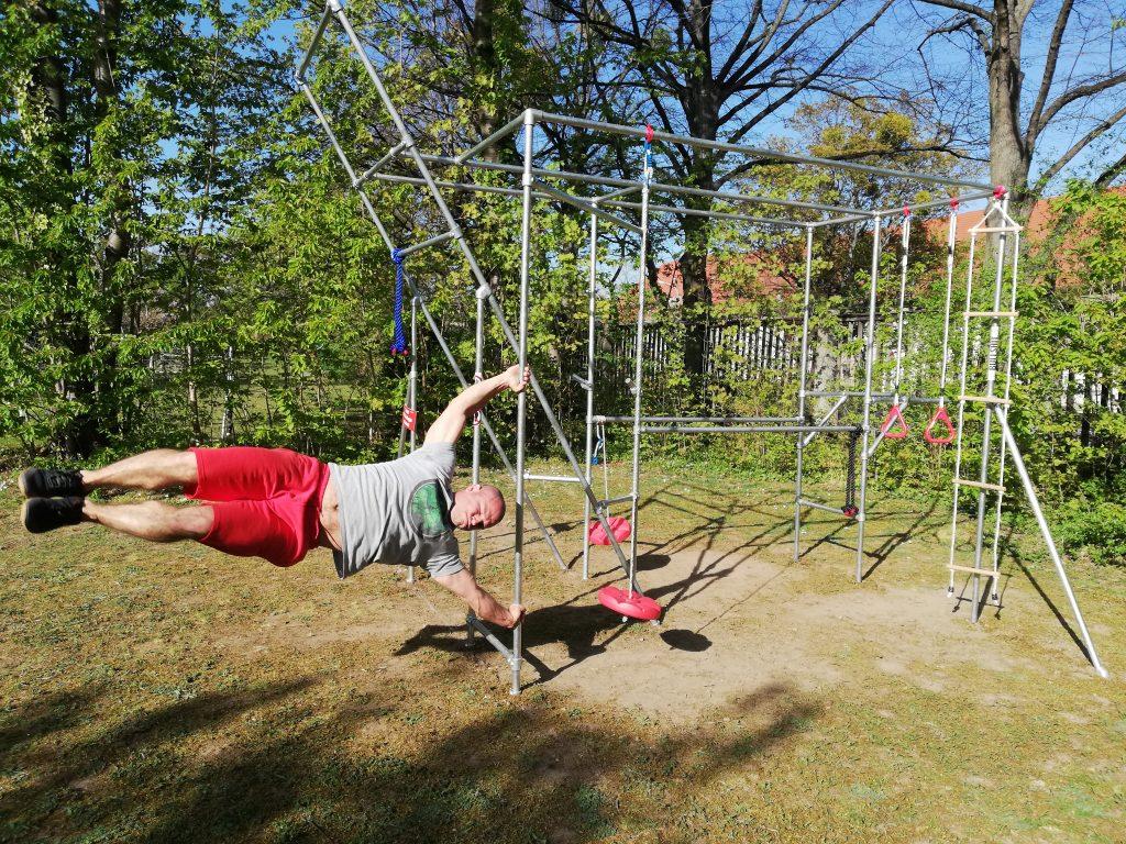 Sport-mit-Kee-Klamp-Cali-Cube-Ralph-baut-sein-Fitnessgerät-selbst (20))